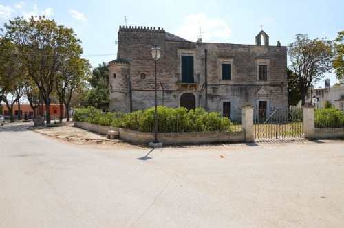 italy-Puglia_Barletta_Scuola rurale_via Francigena-large